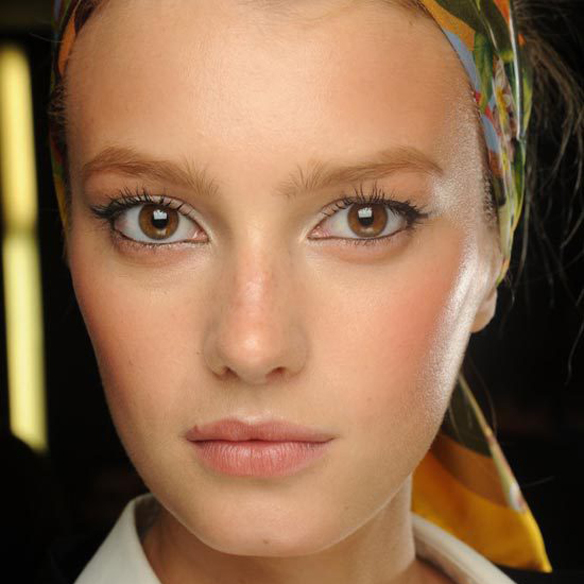 15colgadasdeunapercha_summer_verano_tendencias_maquillaje_make_up_trends_tightlining_eyes_4