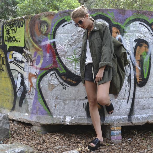 15colgadasdeunapercha_armada_alemana_army_vintage_mauerpark_shorts_desgastados_petate_backpack_camisa_flatforms_berlin_gina_carreras_1