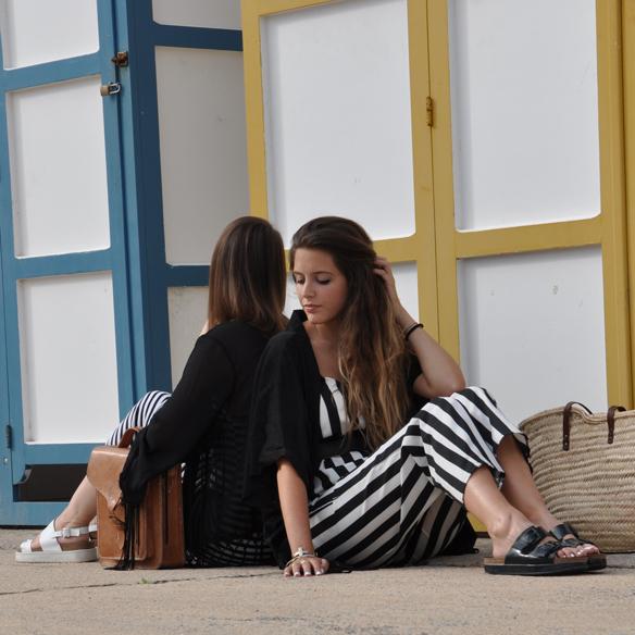 15colgadasdeunapercha_kimono_rayas_blanco_y_negro_b&w_stripes_uñas_blancas_white_nails_ugly_shoes_anna_duarte_carla_kissler_9
