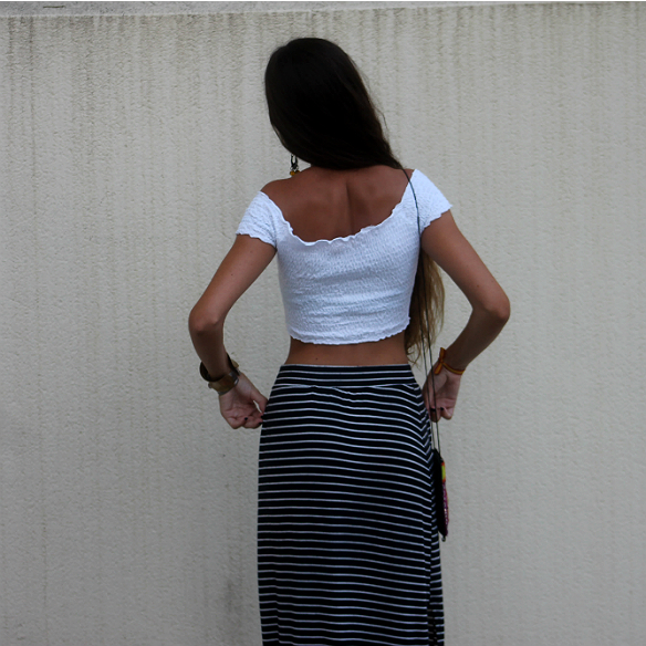 15colgadasdeunapercha_maxi_falda_rayas_stripes_maxi_skirt_crop_top_hippie_bag_platforms_plataformas_blanca_sabadell_6