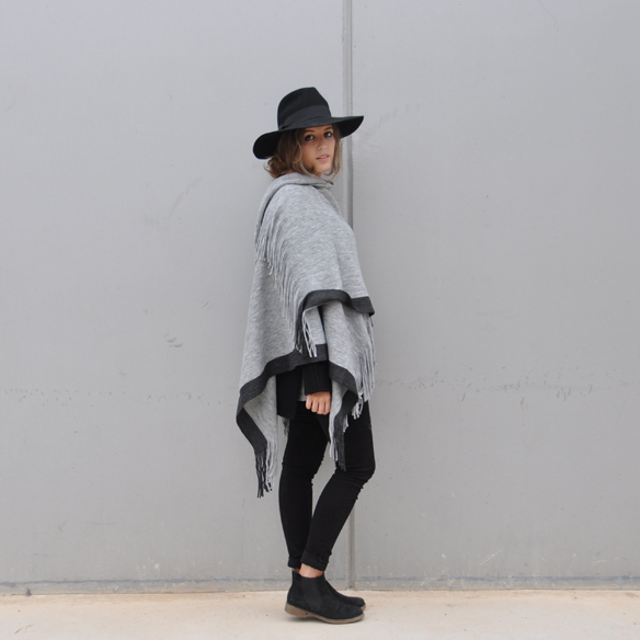 15colgadasdeunapercha_musthave_fw_1415_manta_blanket_poncho_sombrero_hat_anna_duarte_10