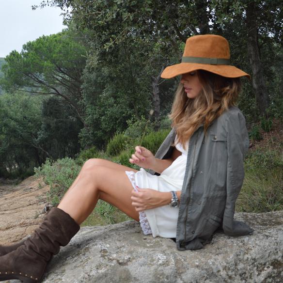 15colgadasdeunapercha_vestido_lencero_lingerie_dress_botas_camel_boots_sombrero_hat_parka_alicia_alvarez_5