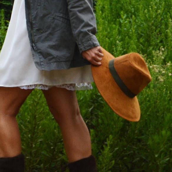 15colgadasdeunapercha_vestido_lencero_lingerie_dress_botas_camel_boots_sombrero_hat_parka_alicia_alvarez_6