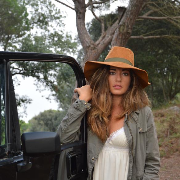 15colgadasdeunapercha_vestido_lencero_lingerie_dress_botas_camel_boots_sombrero_hat_parka_alicia_alvarez_8