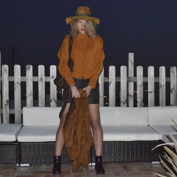 15colgadasdeunapercha_1001_atmosphera_ivivi_vintage_camisa_shirt_falda_skirt_sombrero_hat_harris_XL_brown_georgina_gina_carreras_3