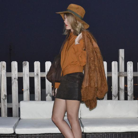 15colgadasdeunapercha_1001_atmosphera_ivivi_vintage_camisa_shirt_falda_skirt_sombrero_hat_harris_XL_brown_georgina_gina_carreras_4