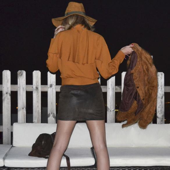 15colgadasdeunapercha_1001_atmosphera_ivivi_vintage_camisa_shirt_falda_skirt_sombrero_hat_harris_XL_brown_georgina_gina_carreras_8
