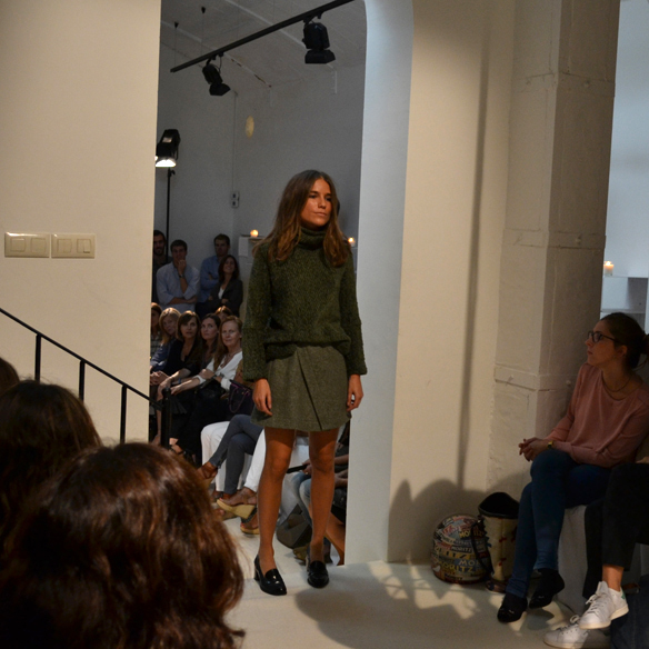15colgadasdeunapercha_gema_sach_studio_fw_14_15_otoño_invierno_new_collection_fashion_moda_desfile_barcelona_gabriela_comella_alicia_alvarez_gina_carreras_carla_kissler_20