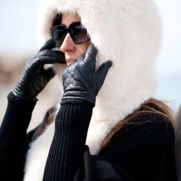 15colgadasdeunapercha_must-have_capucha_pelo_fur_hood_ripped_jeans_bomber_stilettos_poncho_guantes_gloves_ana_crank_2
