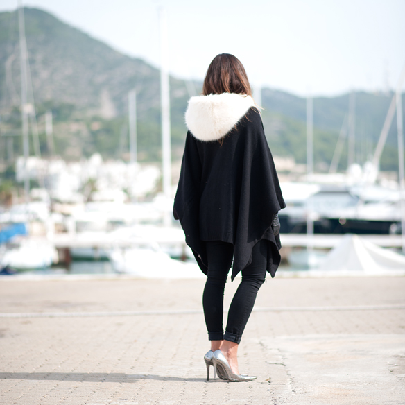 15colgadasdeunapercha_must-have_capucha_pelo_fur_hood_ripped_jeans_bomber_stilettos_poncho_guantes_gloves_ana_crank_3