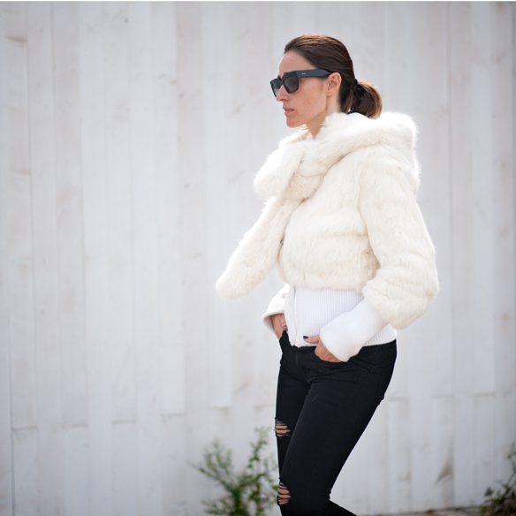 15colgadasdeunapercha_must-have_capucha_pelo_fur_hood_ripped_jeans_bomber_stilettos_poncho_guantes_gloves_ana_crank_9
