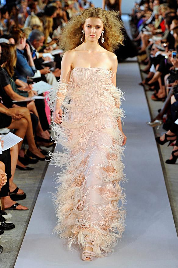 15colgadasdeunapercha_Oscar_de_la_Renta_Diseñador_Moda_Fashion_Designer_Republica_Dominicana_New_York_Alta_Costura_Haute_Couture_8