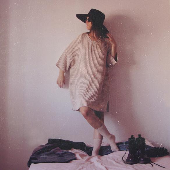 15colgadasdeunapercha_rosa_pink_burdeos_burgundy_pimkie_manta_blanket_sombrero_hat_maxi_jersey_XL_jumper_socks_calcetines_carla_kissler_3