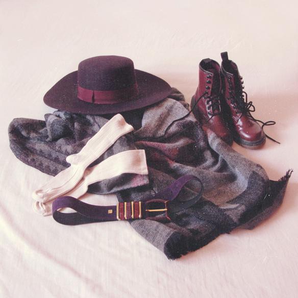 15colgadasdeunapercha_rosa_pink_burdeos_burgundy_pimkie_manta_blanket_sombrero_hat_maxi_jersey_XL_jumper_socks_calcetines_carla_kissler_4