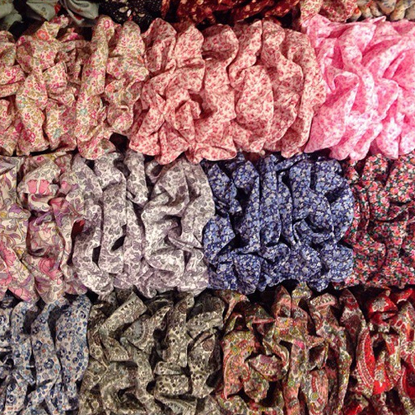 15colgadasdeunapercha_closet_must_have_imprescindible_coletero_coleteros_Marino_scrunchie_scrunchies_hair_pelo_coleta_cola_moño_trenza_pulsera_bracelet_braid_bun_ponytail_9