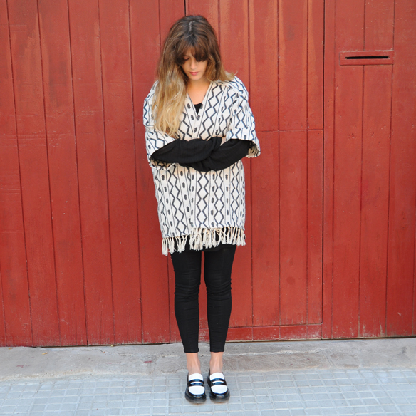 15colgadasdeunapercha_fall_otoño_2014_kimono_b&w_black_and_white_blanco_y_negro_mocasines_loafers_anna_duarte_8