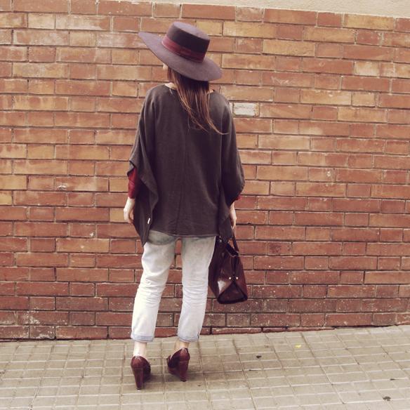 15colgadasdeunapercha_fall_otoño_burgundy_burdeos_hombros_shoulders_blusa_carolina_styloveclothing_mocasines_loafers_pamela_poncho_carla_kissler_10