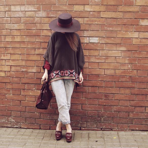 15colgadasdeunapercha_fall_otoño_burgundy_burdeos_hombros_shoulders_blusa_carolina_styloveclothing_mocasines_loafers_pamela_poncho_carla_kissler_8