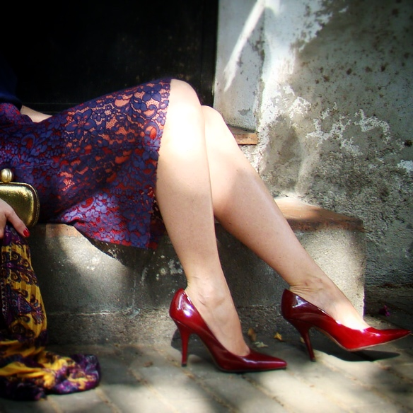 15colgadasdeunapercha_fall_otoño_falda_lapiz_encaje_lace_pencil_skirt_burdeos_burgundy_stilettos_marta_r_8