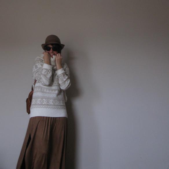 15colgadasdeunapercha_fall_winter_otoño_invierno_maxi_skirt_maxi_falda_boho_encaje_lace_alpino_alpine_backpack_mochilita_socks_calcetines_botines_booties_camel_sombrero_hat_carla_kissler_8