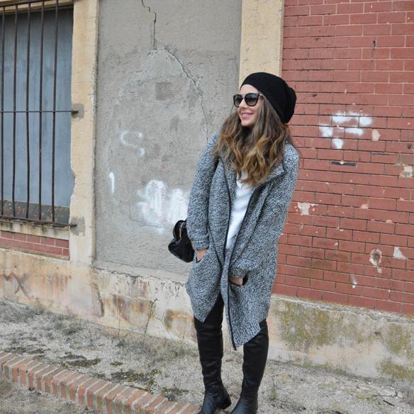 15colgadasdeunapercha_okb_over_the_knee_boots_botas_de_caña_alta_70s_gorro_lana_wool_beret_ripped_jeans_alicia_alvarez_4