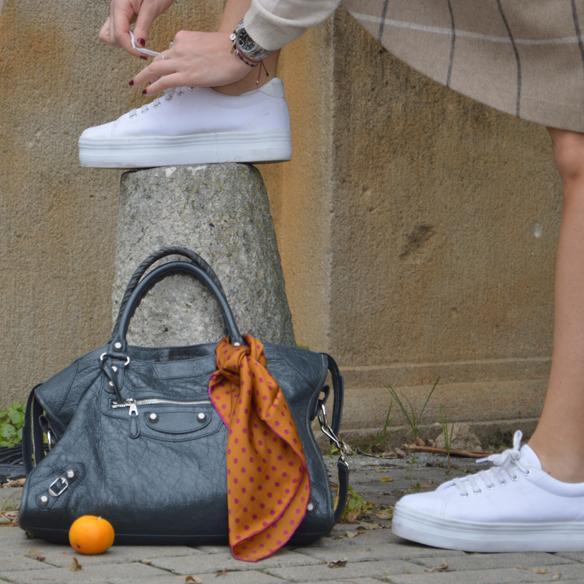 15colgadasdeunapercha_otoño_fall_pañuelo_scarf_chicplace_chic_place_sneakers_bambas_falda_cuadros_lana_wool_check_skirt_biker_alicia_alvarez_7