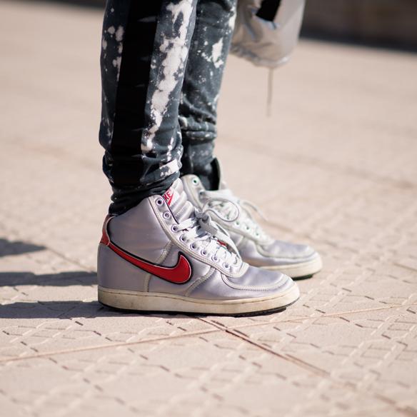 15colgadasdeunapercha_sporty_chic_plumon_sneakers_bomber_silver_plata_ana_crank_7