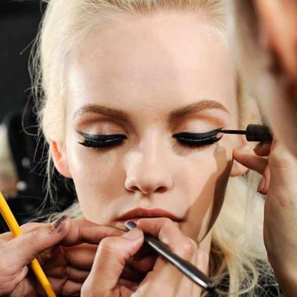 15colgadasdeunapercha_maquillaje_make_up_fw_oi_fall_winter_14_15_eyeliner_3