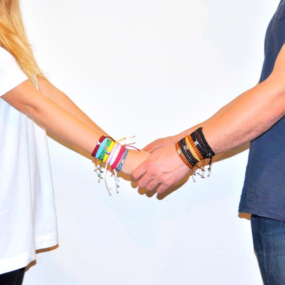 15colgadasdeunapercha_navidad_christmas_pulseras_candelas_solidarias_solidarity_bracelets_anna_duarte_10