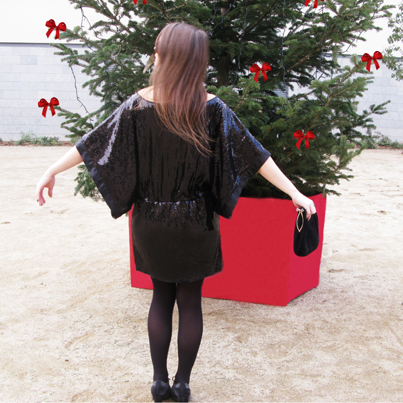 15colgadasdeunapercha_navidad_christmas_total_black_look_paillettes_negro_lbd_kimono_carla_kissler_5