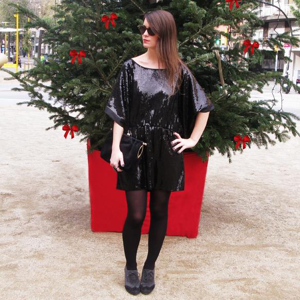 15colgadasdeunapercha_navidad_christmas_total_black_look_paillettes_negro_lbd_kimono_carla_kissler_6