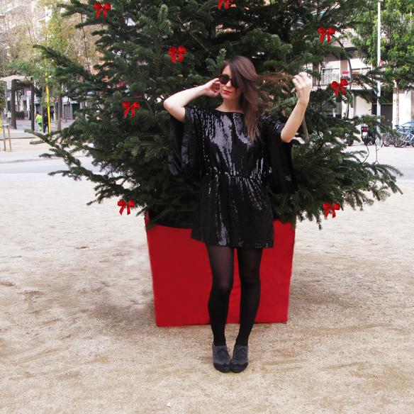 15colgadasdeunapercha_navidad_christmas_total_black_look_paillettes_negro_lbd_kimono_carla_kissler_7