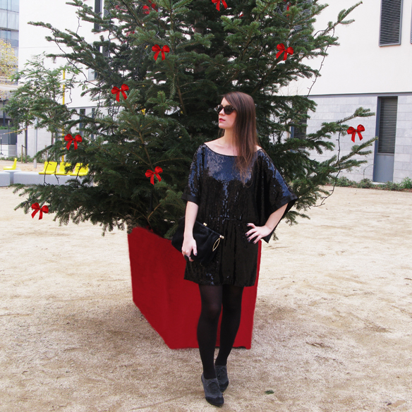 15colgadasdeunapercha_navidad_christmas_total_black_look_paillettes_negro_lbd_kimono_carla_kissler_9