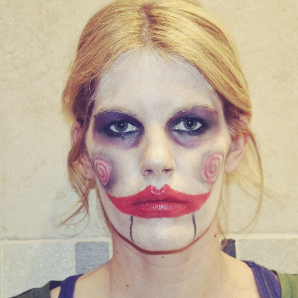 15colgadasdeunapercha_DIY_do_it_yourself_carnaval_carnival_disfraz_costume_maquillaje_make_up_billy_saw_gina_carreras_15