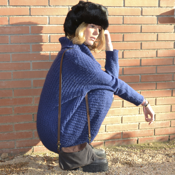 15colgadasdeunapercha_invierno_winter_azul_klein_blue_calcetines_stocks_maxi_jersey_oversize_jumper_russian_fur_hat_gorrito_de_pelo_ruso_gina_carreras_5