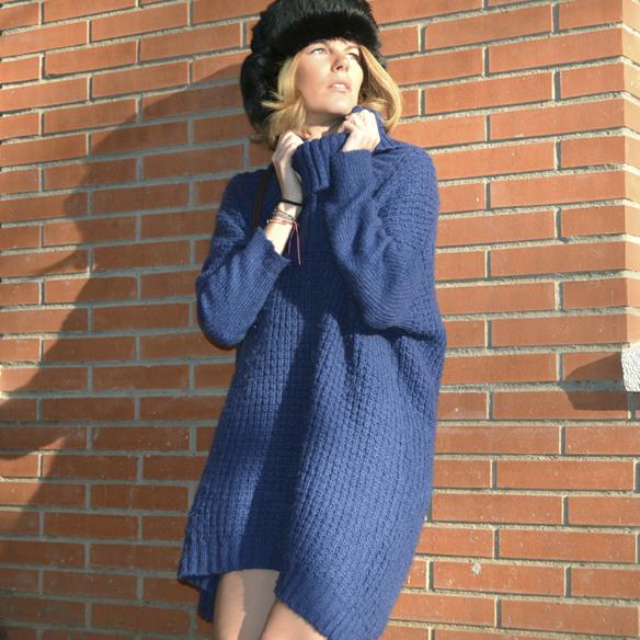 15colgadasdeunapercha_invierno_winter_azul_klein_blue_calcetines_stocks_maxi_jersey_oversize_jumper_russian_fur_hat_gorrito_de_pelo_ruso_gina_carreras_6
