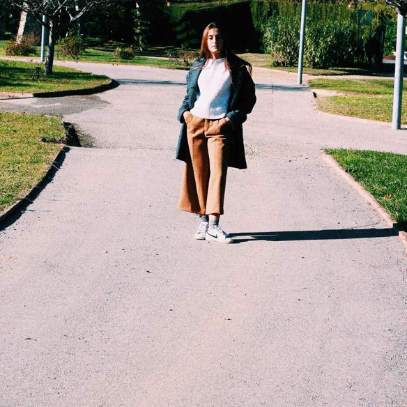15colgadasdeunapercha_mapache_invierno_verano_winter_summer_mostaza_mustard_mochila_backpack_bambas_trainers_bebofi_1