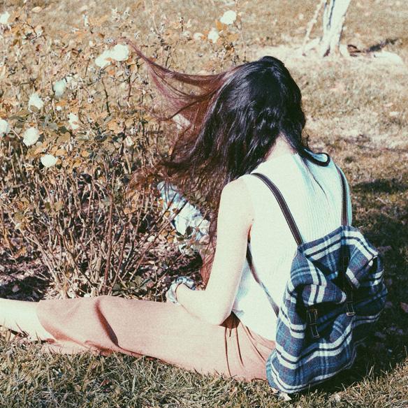 15colgadasdeunapercha_mapache_invierno_verano_winter_summer_mostaza_mustard_mochila_backpack_bambas_trainers_bebofi_7