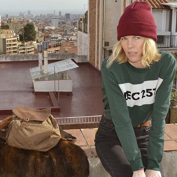 15colgadasdeunapercha_abrigo_pelo_fur_coat_verde_green_sudadera_sweater_gorro_beanie_mochila_backpack_georgina_barcelona_gina_carreras_10
