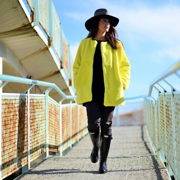 15colgadasdeunapercha_invierno_winter_amarillo_yellow_hunters_hat_sombrero_ana_crank_1