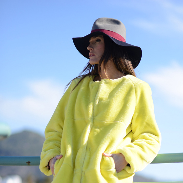 15colgadasdeunapercha_invierno_winter_amarillo_yellow_hunters_hat_sombrero_ana_crank_2