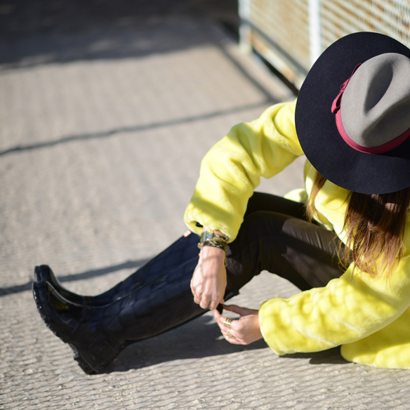 15colgadasdeunapercha_invierno_winter_amarillo_yellow_hunters_hat_sombrero_ana_crank_8