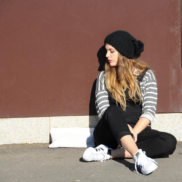 15colgadasdeunapercha_invierno_winter_rayas_stripes_peto_dungarees_bambas_trainers_anna_duarte_1