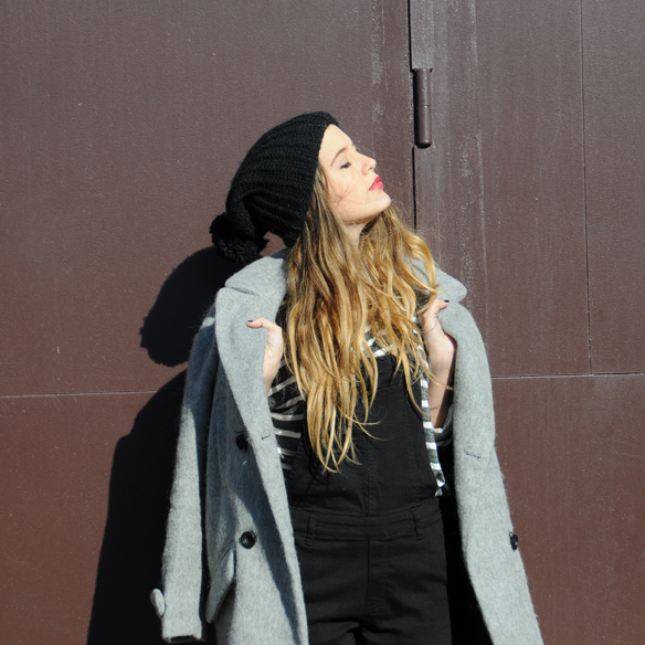 15colgadasdeunapercha_invierno_winter_rayas_stripes_peto_dungarees_bambas_trainers_anna_duarte_5