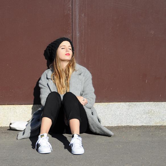 15colgadasdeunapercha_invierno_winter_rayas_stripes_peto_dungarees_bambas_trainers_anna_duarte_7
