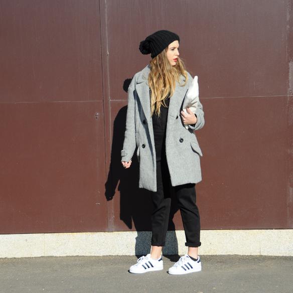 15colgadasdeunapercha_invierno_winter_rayas_stripes_peto_dungarees_bambas_trainers_anna_duarte_8