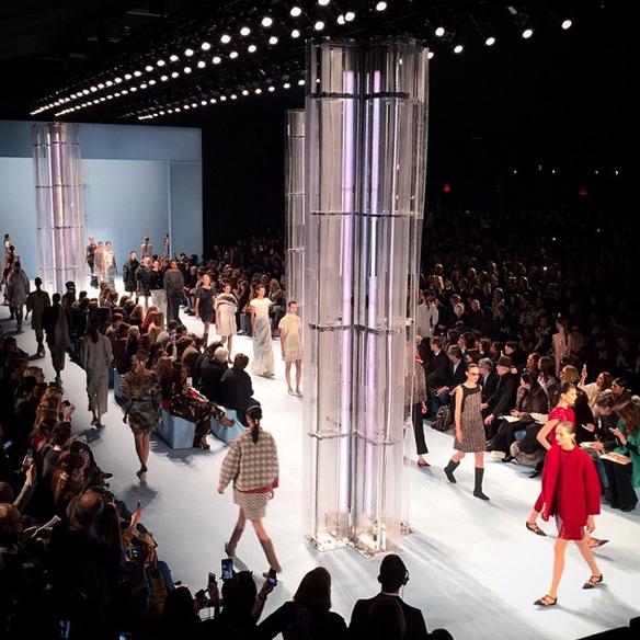15colgadasdeunapercha_nyfw_new_york_fashion_week_fall_2015_moda_desfile_pasarela_carolina_herrera_5