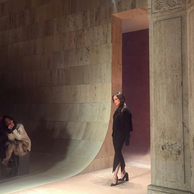 15colgadasdeunapercha_nyfw_new_york_fashion_week_fall_2015_moda_desfile_pasarela_victoria_beckham_8