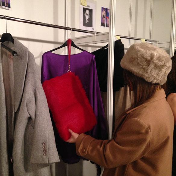 15colgadasdeunpercha_080_barcelona_fashion_moda_desfiles_080bcnfashion_menchen_tomas_backstage_carla_kissler_30