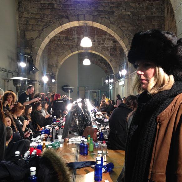 15colgadasdeunpercha_080_barcelona_fashion_moda_desfiles_080bcnfashion_menchen_tomas_backstage_carla_kissler_32